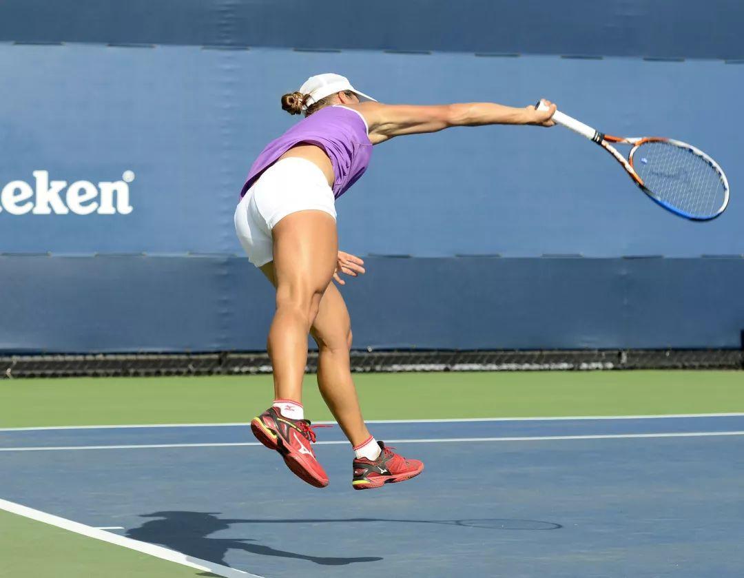 3种练习手臂内旋的方法,手臂自然下压扎实击球,发球又快又转!