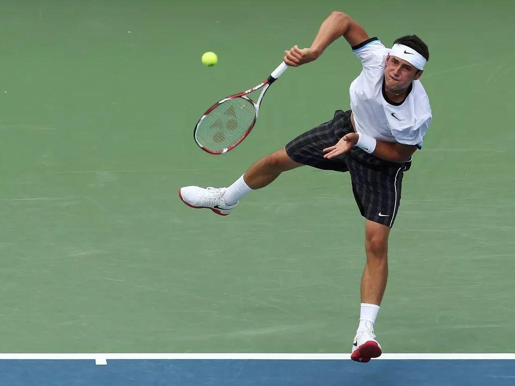 取得网球比赛胜利第一步,一发二发你要分别这么练!