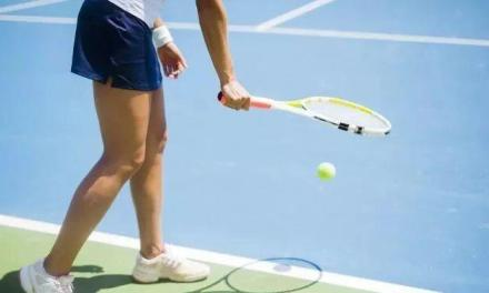 网球初学者的四个颠球练习,正手、非持拍手、侧滑步、绕八字