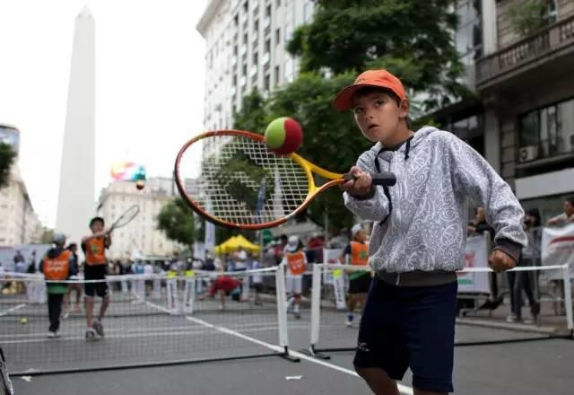 多打网球能塑造孩子十项优秀特质!