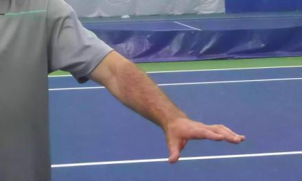 【技术】当你打球时,非持拍手做些什么?