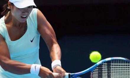 网球避免打到拍框的秘诀——头别乱动!