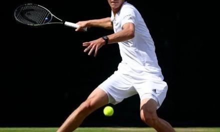 网球正手鞭打的奥妙,用毛巾打打球就知道了!