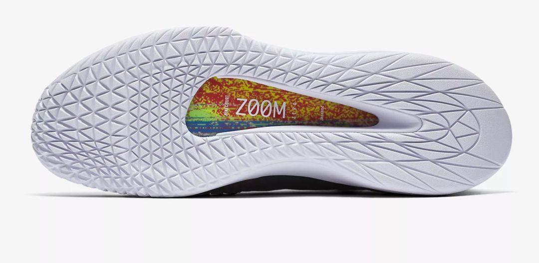 全世界第一款全气垫网球鞋面世,Nike能留住费德勒的脚吗?