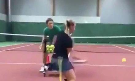 网球正反手击球重心老是太高?你得这么练!