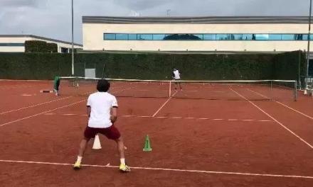 【视频】极有难度的底线击球