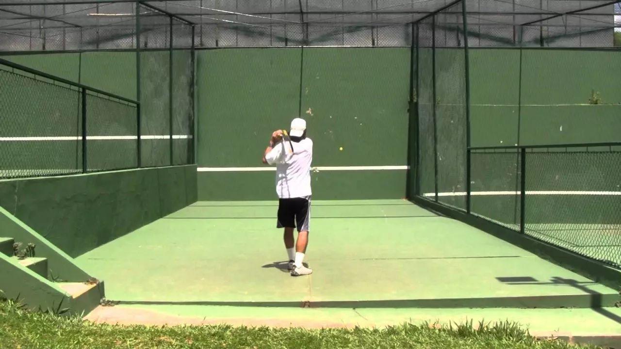 是的,你没看错!墙是最好的网球教练。