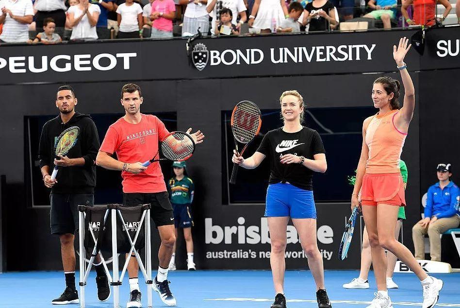 小花惜败无缘正赛;年青人纷纷退赛,澳网费三岁有可能笑到最后。