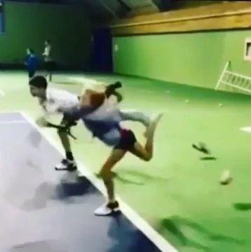 发球练习新方法,鞋子没蹬掉就不是好发球!