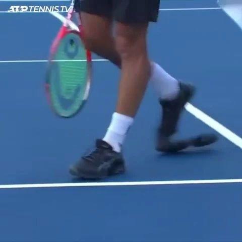 爆笑!见过鞋子跑烂了的,但没见过烂成这样的!