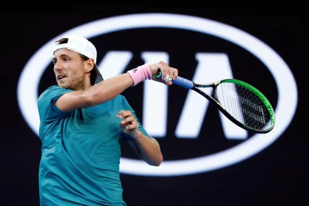 女教练与网球王子加持,末代皇帝普仪澳网告别一轮游,首进四强!