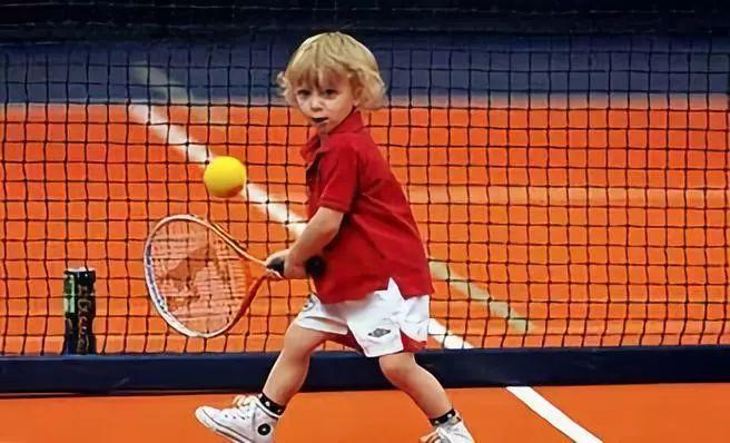 儿童教程:简单有趣练习球感和控球,网球从这里开始