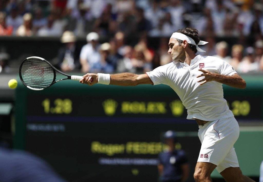优衣库真的牵手网球天王费德勒,但老牛手里拿的,还是不变的小黑拍!