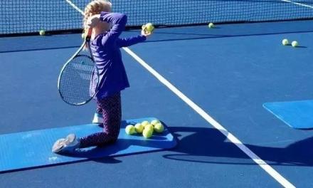 儿童初学者发球训练,越早越好。