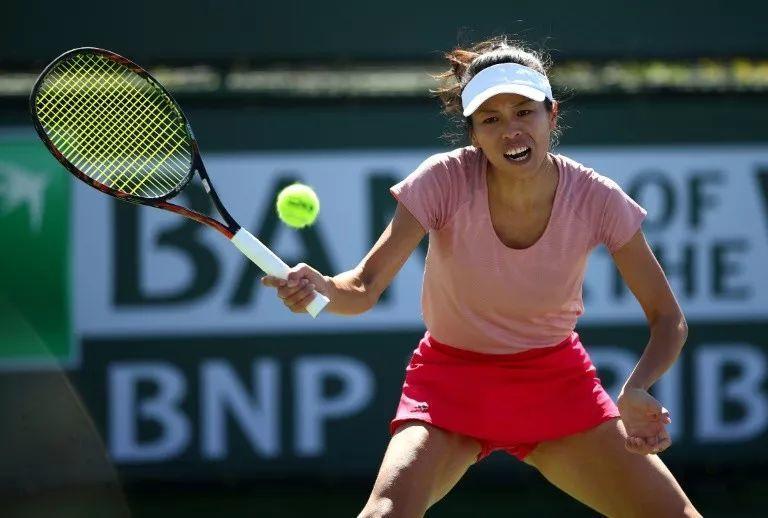 比谢淑薇击败大阪直美更绝的,是她这么瘦,球拍却又重又长长长!