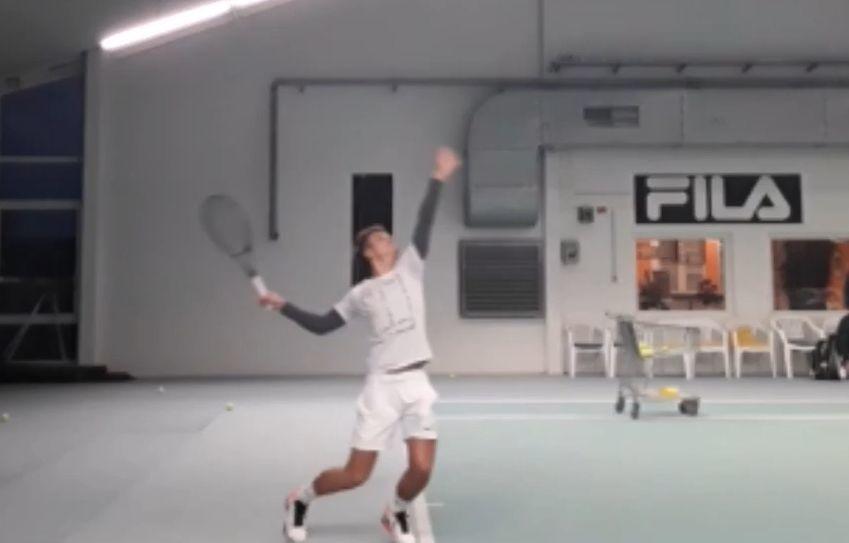 网球职业选手完美发球背弓动作,你也可以这么简单就拥有!