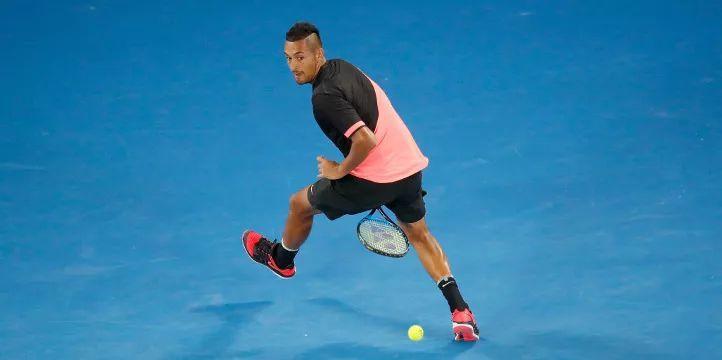 装逼又实用——网球胯下击球技术,学习一下?