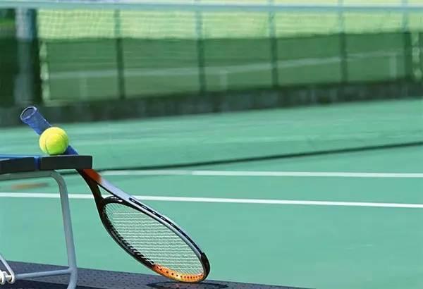 致热爱网球的男孩们!
