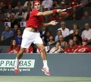 高引拍+低收拍,才是处理网球中场高球的最佳方式