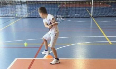 第一步就要正确,儿童网球击球的完善训练(含步法)