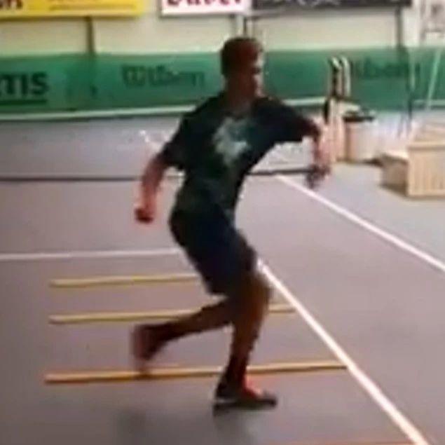 360反转步伐练习,背身击球,胯下击球必用!