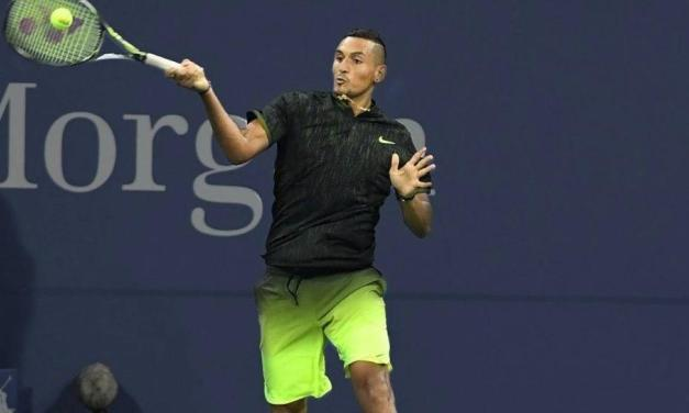 网球正手如何打底线高球?这样击球更有穿透力!