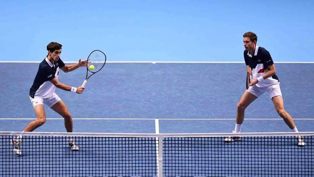 如何移动靠近网前实现抢网?双打球员必备技能!
