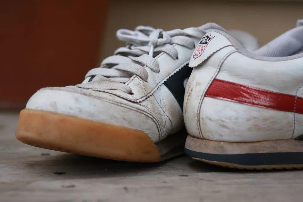 听说,穿拖鞋来球场的10个有7个是高手?不打球千万别穿网球鞋!