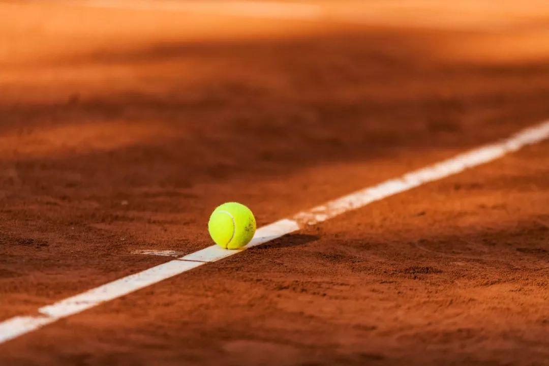 """网球——有效且无副作用的""""良药"""",帮助对抗抑郁症的头号运动之一"""