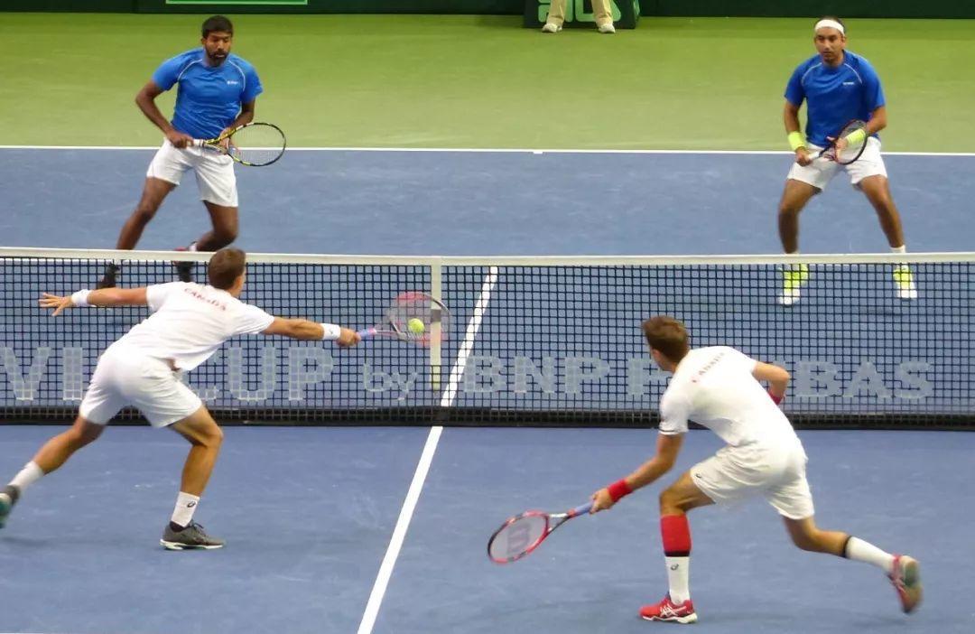 网球双打比赛这样抢网,轻松赢下比赛