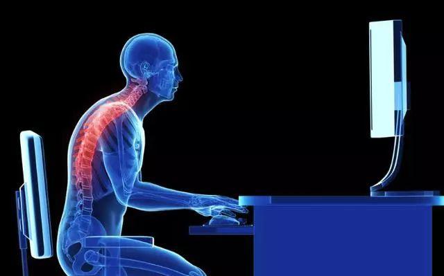 挺胸向前:认知驼背的两个成因,4种科学训练方法