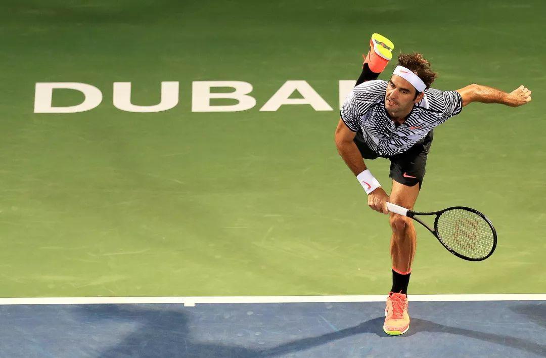 网球发球时非持拍手不仅要护胃还要后摆?这样发力更顺畅!