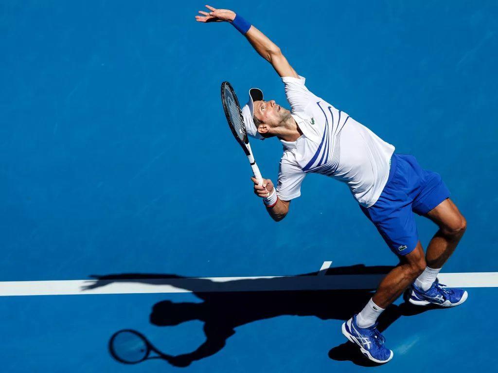 如何避免网球托盘式发球?两个简单的练习帮你轻松搞定