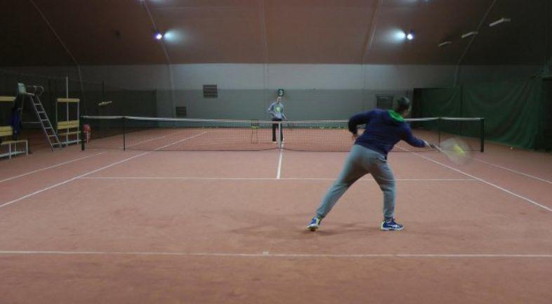 男球员请注意!一支球拍的距离决定网球控球的精准性