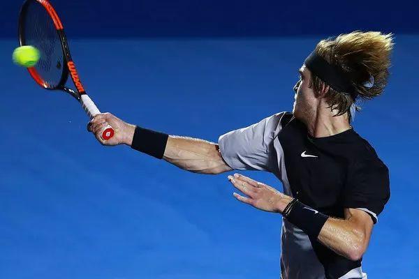 详解网球正手击球时的手腕运动,千万别出现这个动作!