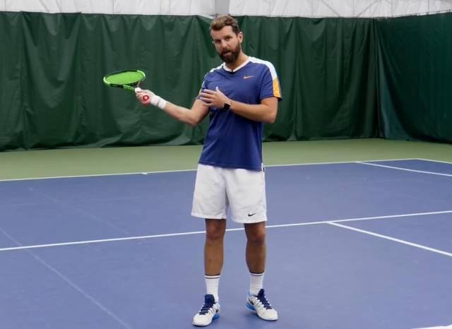 """网球截击老是压不住把球打飞?快来试试这个""""抓肘""""练习"""